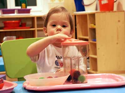 the role of a montessori teacher The montessori teacher plays many roles as both an educator and a guide  leading students toward confident, independent learning.